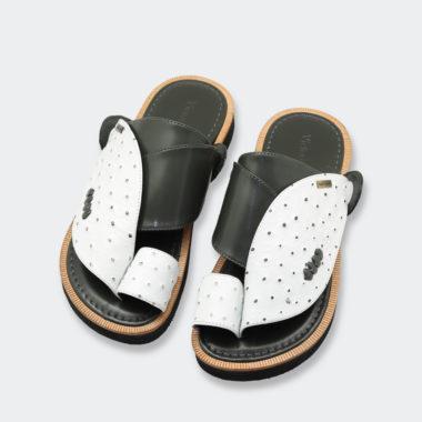 حذاء أبيض طبي