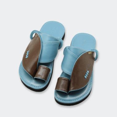 حذاء أزرق شرقي