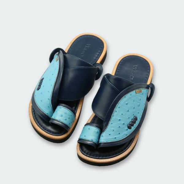 حذاء شرقي أزرق