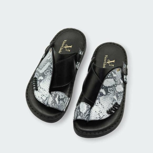 حذاء شرقي من ماركة فيكتور كلارك