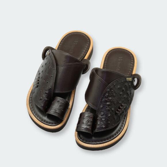 حذاء شرقي أنيق أسود