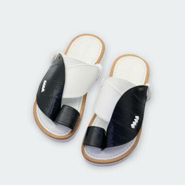 حذاء أسود في أبيض شرقي