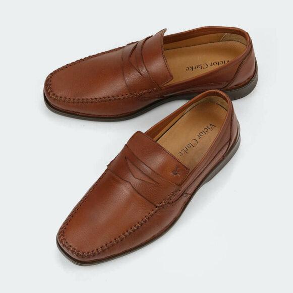 حذاء كلاسيكي طبي باللون الجملي الرائع