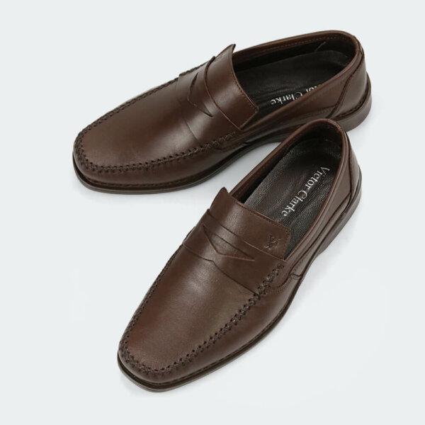 حذاء كلاسيكي طبي باللون البني