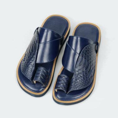 حذاء أسود شرقي