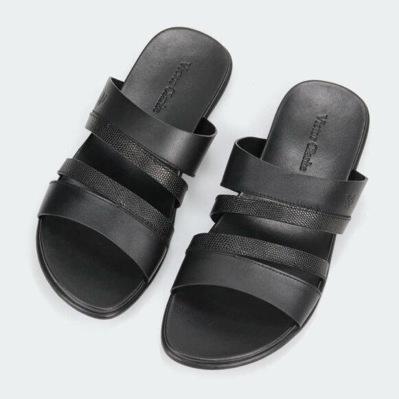حذاء فيكتور كلارك