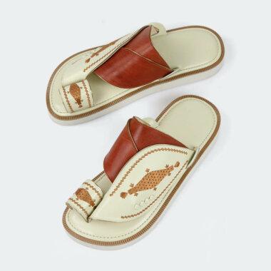 حذاء شرقي مطرز أبيض