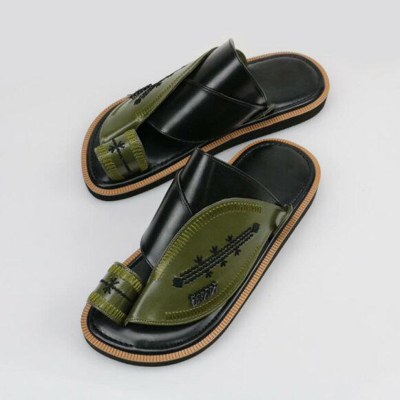 حذاء شرقي مطرز فاخر
