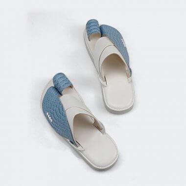 حذاء شرقي شبابي