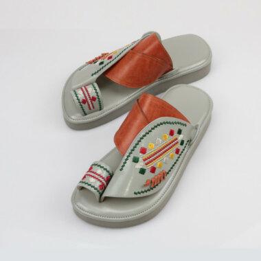 حذاء شرقي مطرز أصلي
