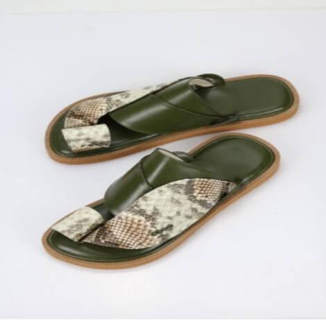 حذاء شرقي