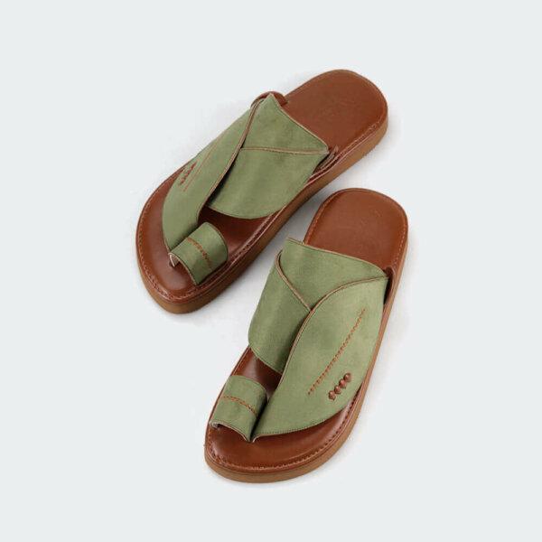 حذاء الشرق