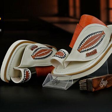 أحذية شرقية مطرزة